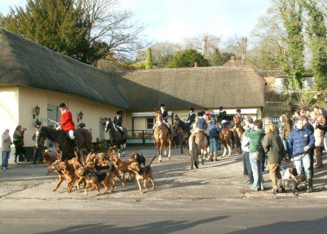 Wherwell - Southern Shires Bloodhounds leaving The White Lion Inn